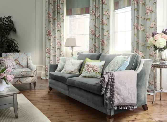 Landhaus-einrichtung-mit-Blumen-Muster
