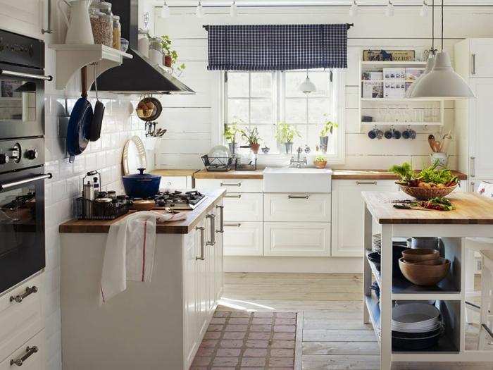 Landhaus-einruchtung-Küche-modern-weiß