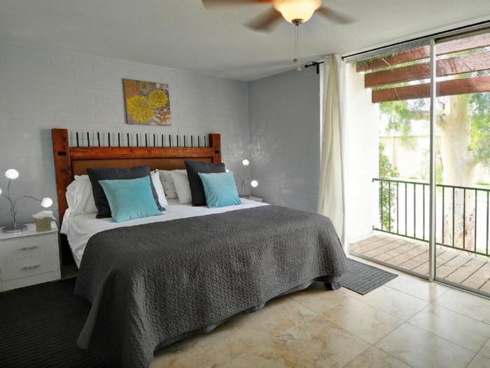 Landhaus-einrichtung-Schlafzimmer-Glastür