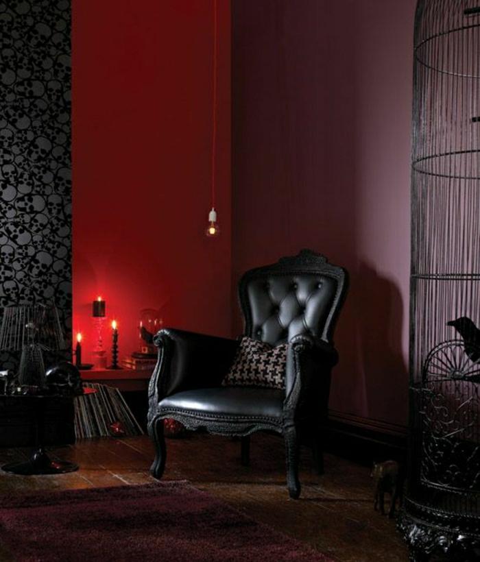 Leder-Sessel-Barock-Stil-lila-Wand-rote-Wand-Kissen-Kerzen