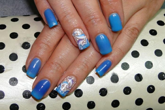 Nägel-wechselnde-Nuancen-blau-Delfine-Dekoration-Thermo-Nagellack
