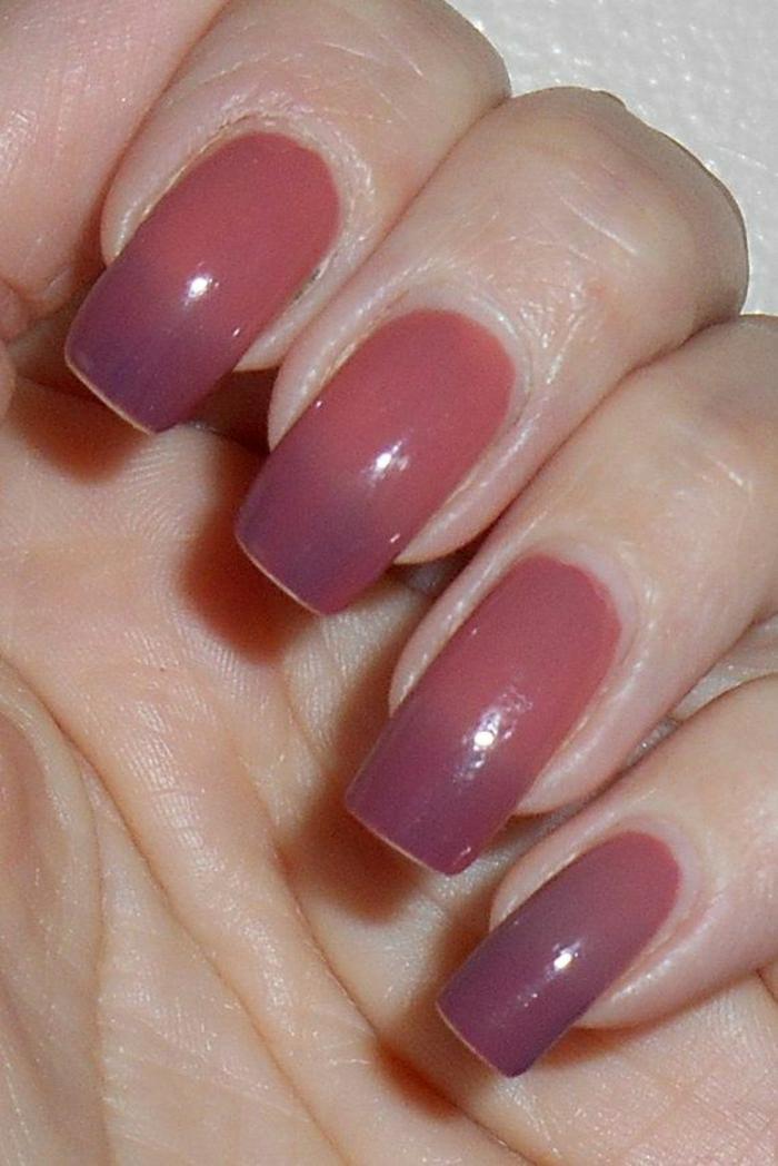 Nägel-zwei-Nuancen-Nagellack-Körperfarbe-lila