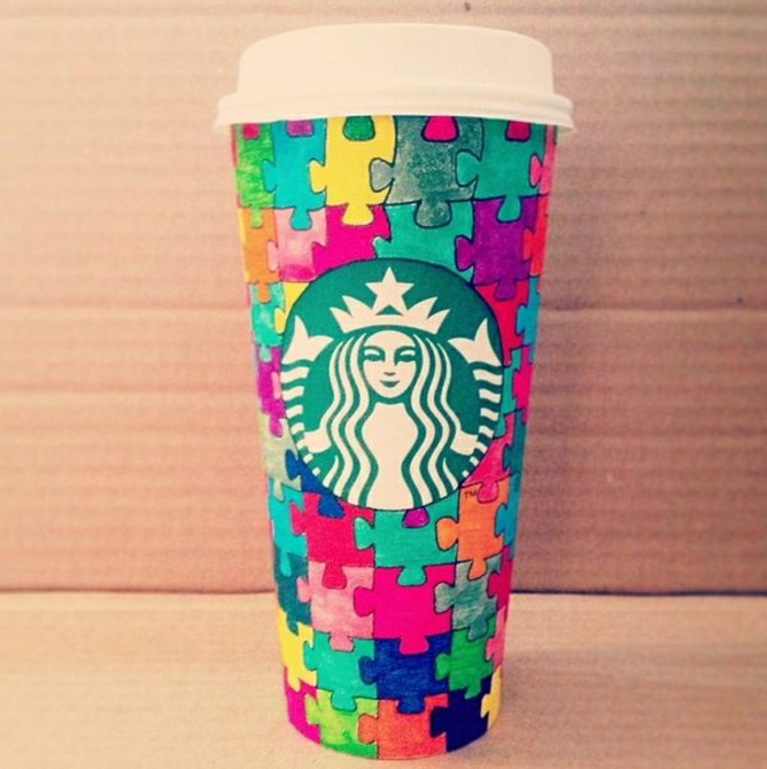 Papierbecher-Starbucks-bunt-Puzzle-Muster