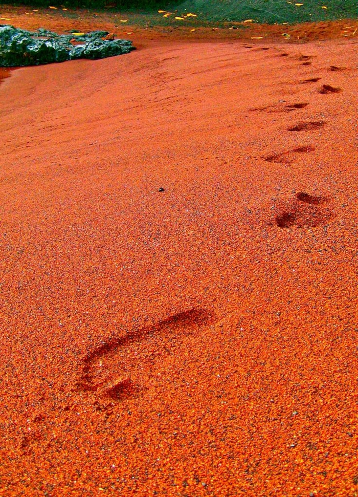 Red-Sand-Beach-Kaihalulu-Hawaii