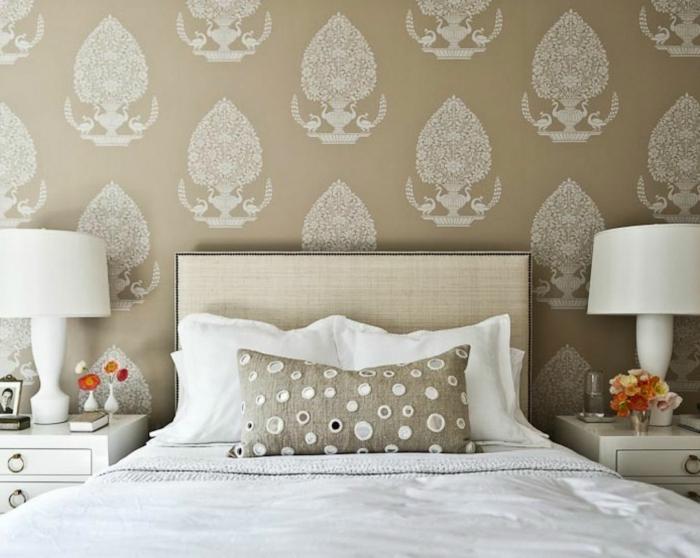 Sclafzimmer-Tapeten-hell-braun-weiß