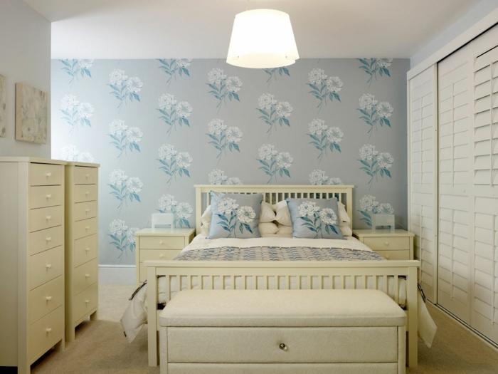 Sclafzimmer-Tapeten-weiße- floral-blau