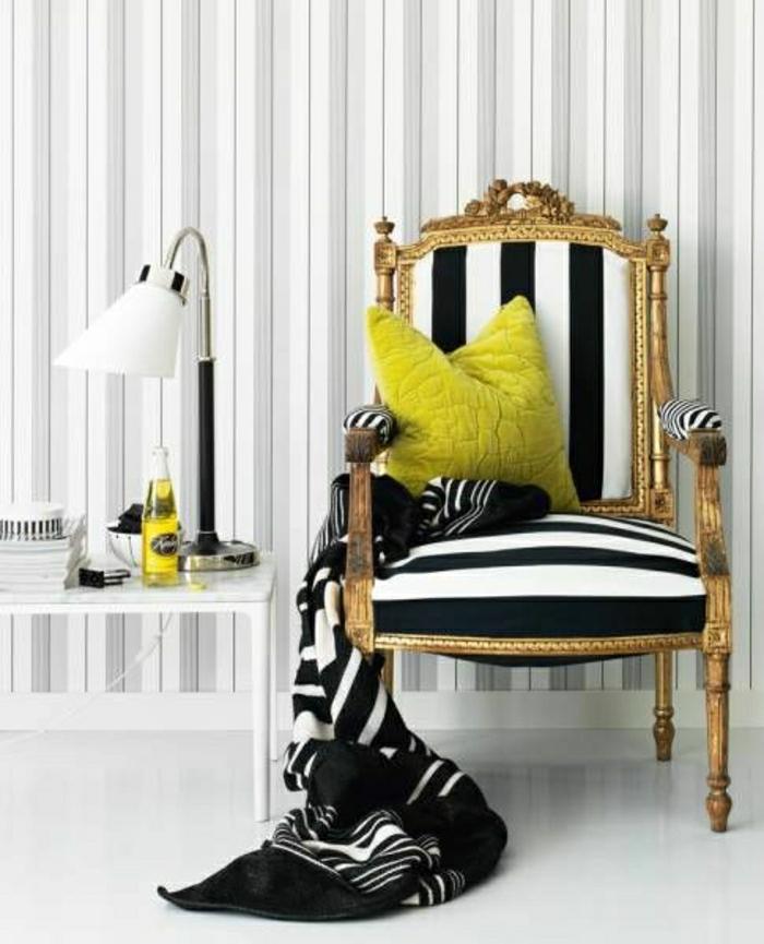 Sessel-Streifen-schwarz-weiß-Kissen-Schlafdecke-Leselampe