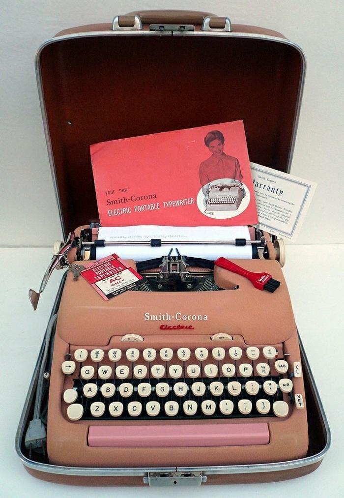 Smith-Corona-vintage-elektrische-Schreibmaschine-rosa-Farbe-Kasten