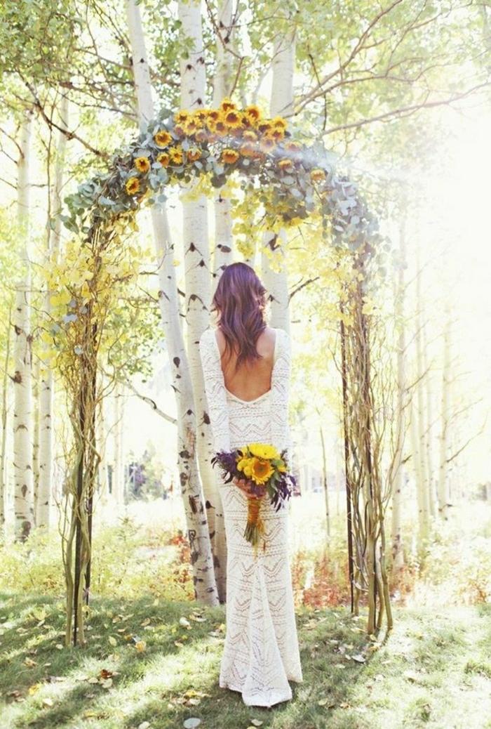 Sonnenblumen-Bilder-Hochzeit-Boho-Braut-Strauß-Wald-Altar