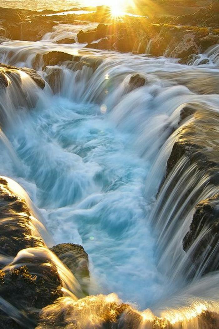 Sonnenuntergang-Wasserfall-großartig-die-große-Insel-Hawaii