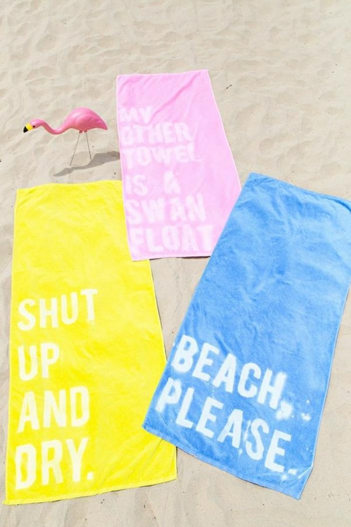 Strandtücher-süße-Farben-originelle-Aufschriften-Sprüche-Flamingo-Sand