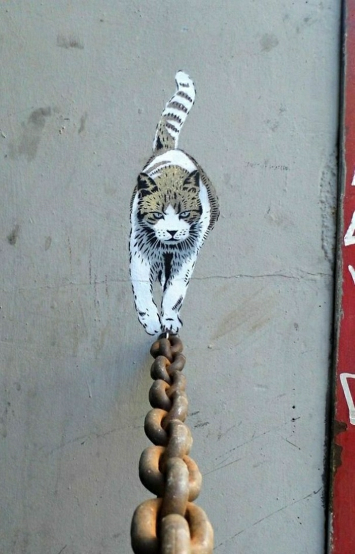 Street-Art-Paris-Katze-Metall-Kette-Graffiti