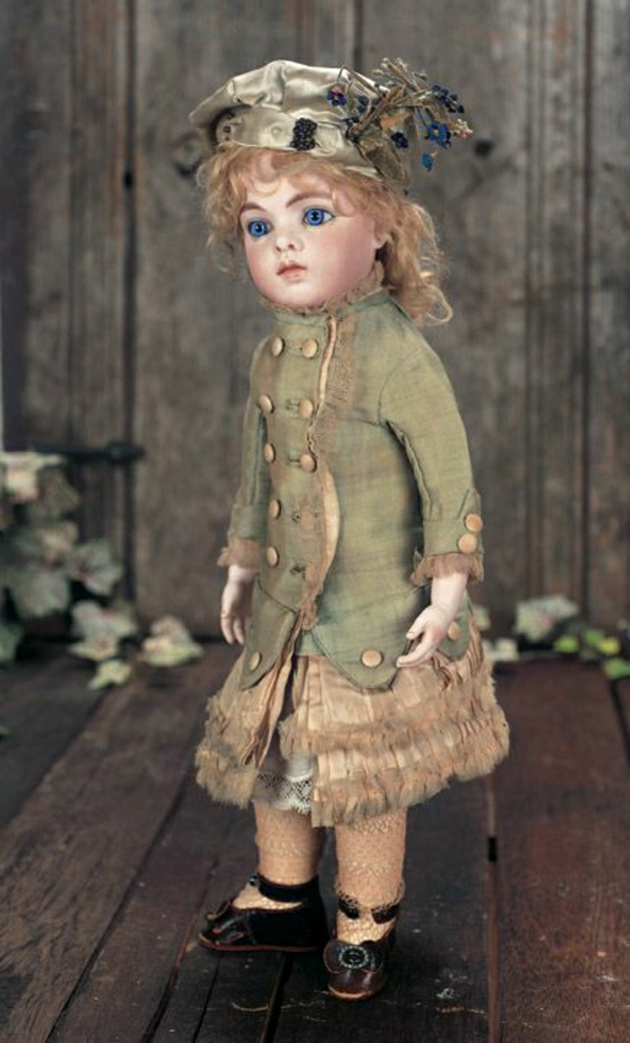 Theriault-vintage-Puppe-kokette-Kleidung