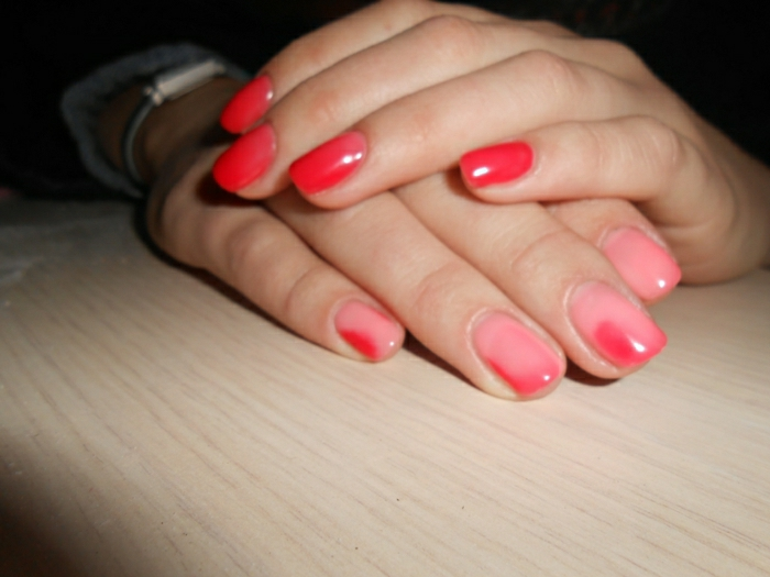 Thermo-Nagellack-wechselnde-Nuancen-rosa-rot