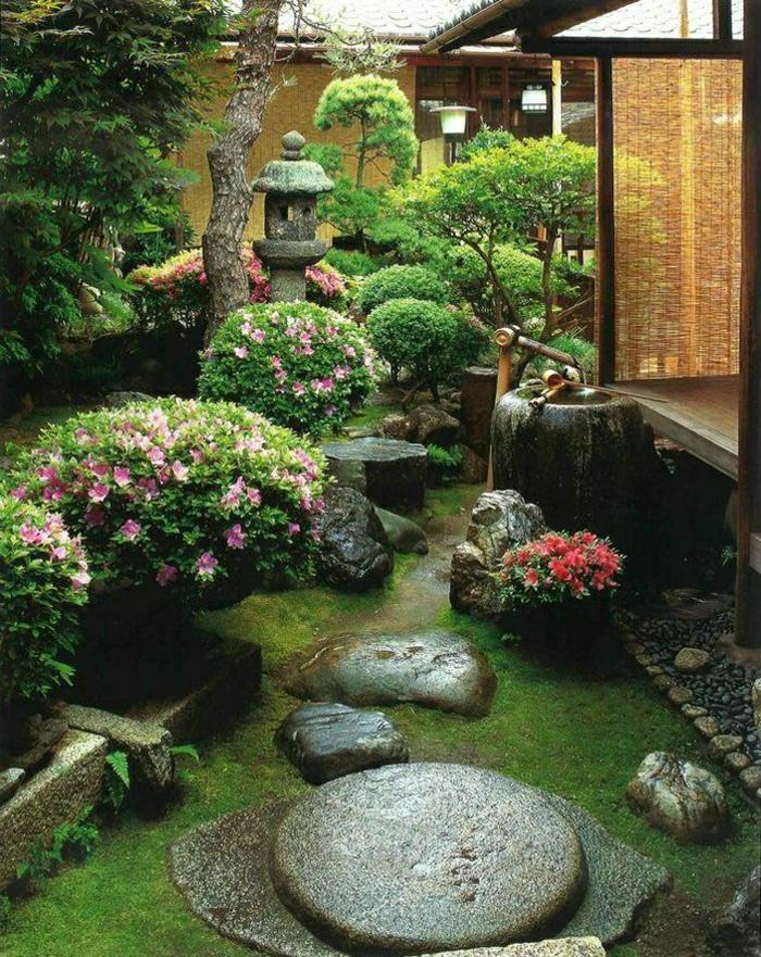 Zen-Garten-japanisch-exotisch-Büsche-Steine