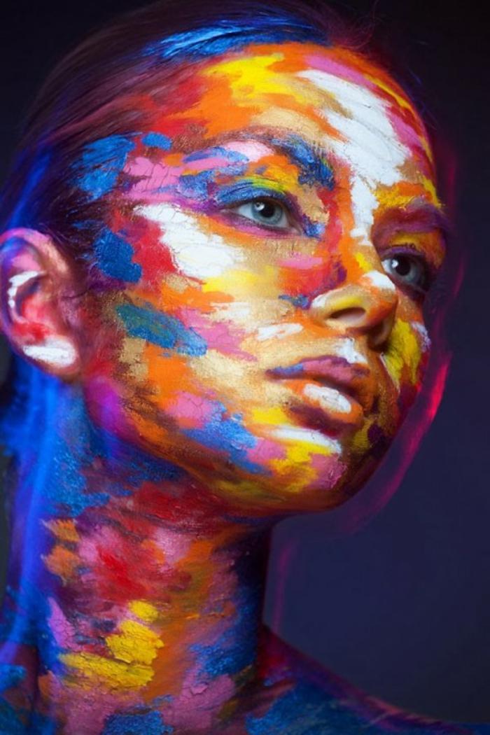 abstrakte-kunst-super-schöne-frau-sehr-bunt
