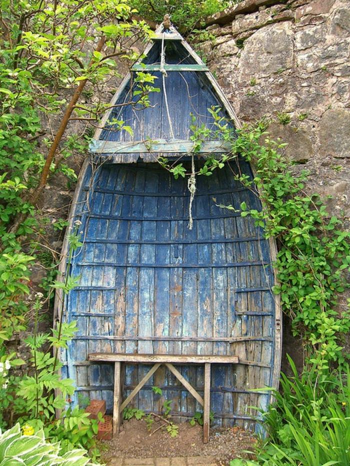 altes-Boot-Sitz-Bank-Dach-Garten