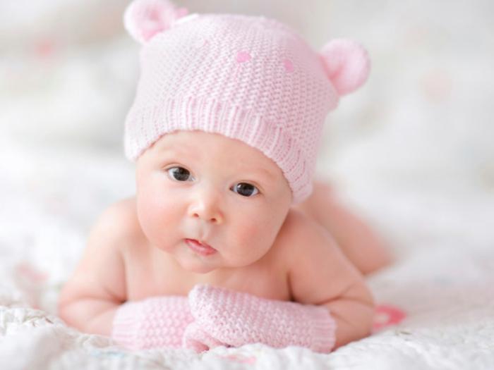 baby- kleidung-ein-hut-in-pink