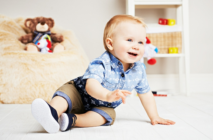 baby -kleidung-hemd-in-blau