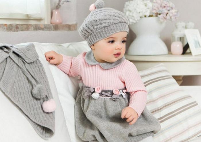 baby- kleidung-hut-in-grau