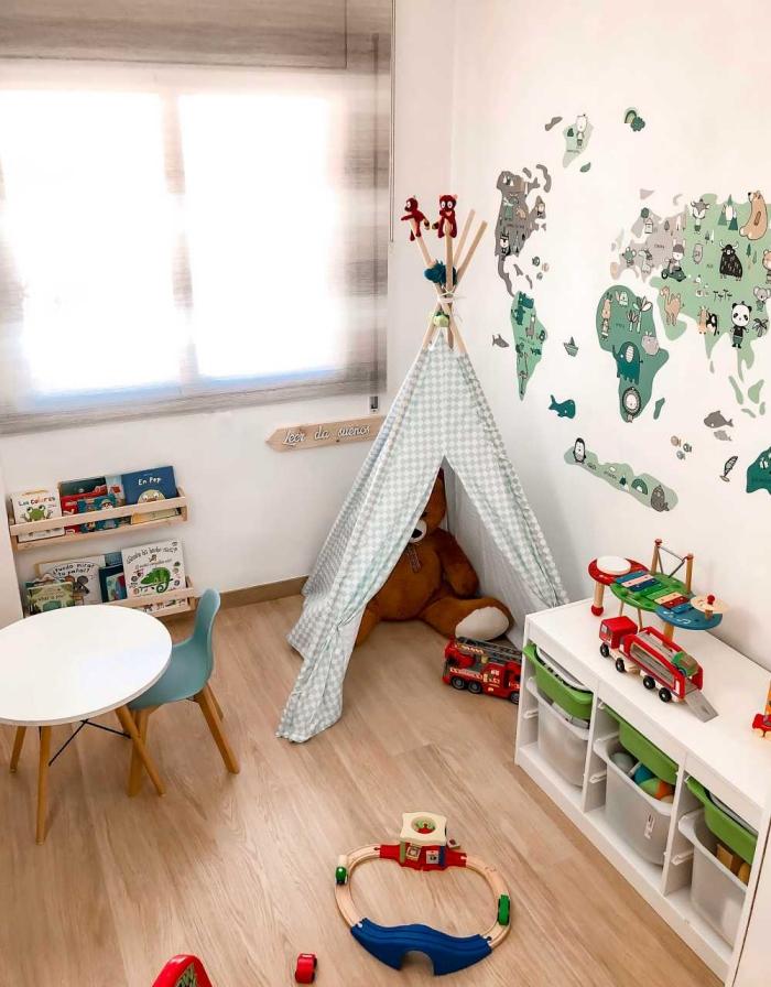 spielzimmer für kind gestaltungsideen, babyzimmer deko junge, wanddeko sticker, die erdteilen