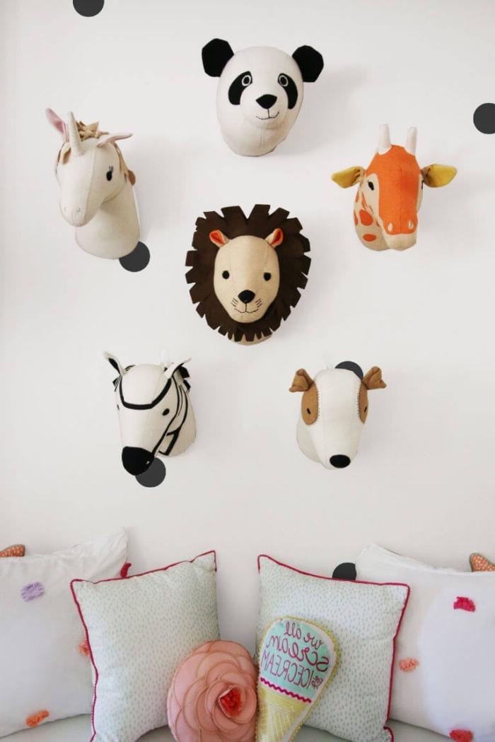 babyzimmer deko, wanddeko ideen, kuscheltiere als wanddekoration, tierköpfe