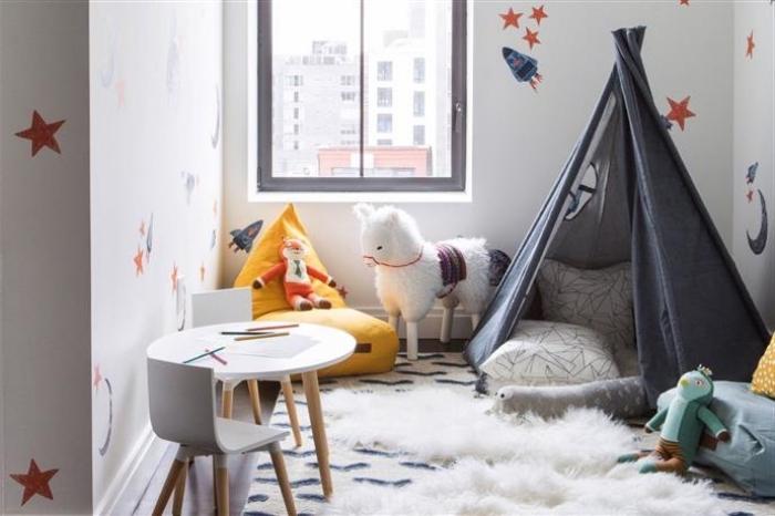babyzimmer junge deko, graues tipi, spielbereich schaffen, spielzimmer für kind