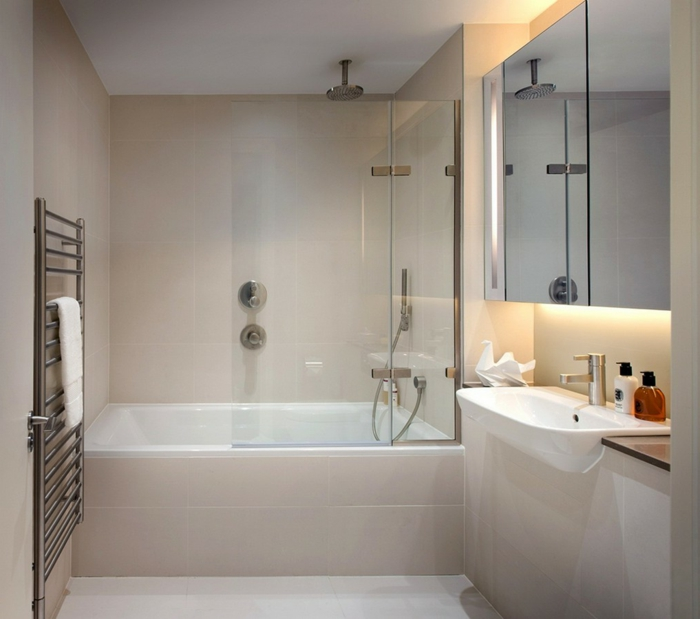 badezimmer-gestalten-cremig-badewanne-und-Waschbecke