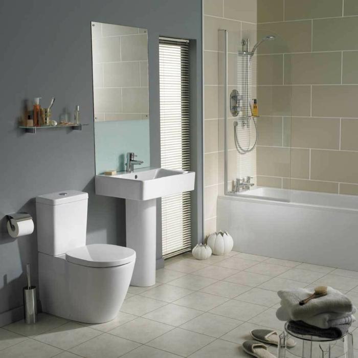 badezimmer-gestalten-graue-Wand-große-helle-Fliesen