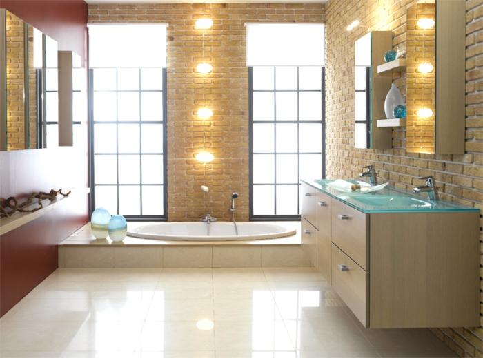 badezimmer-gestalten-rote-Deko-Wand-viele-Beleuchtung