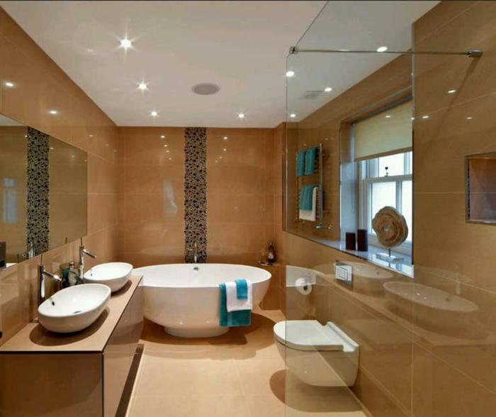 badezimmer-gestalten-weiße-Wanne-und-weiße-Waschbecken