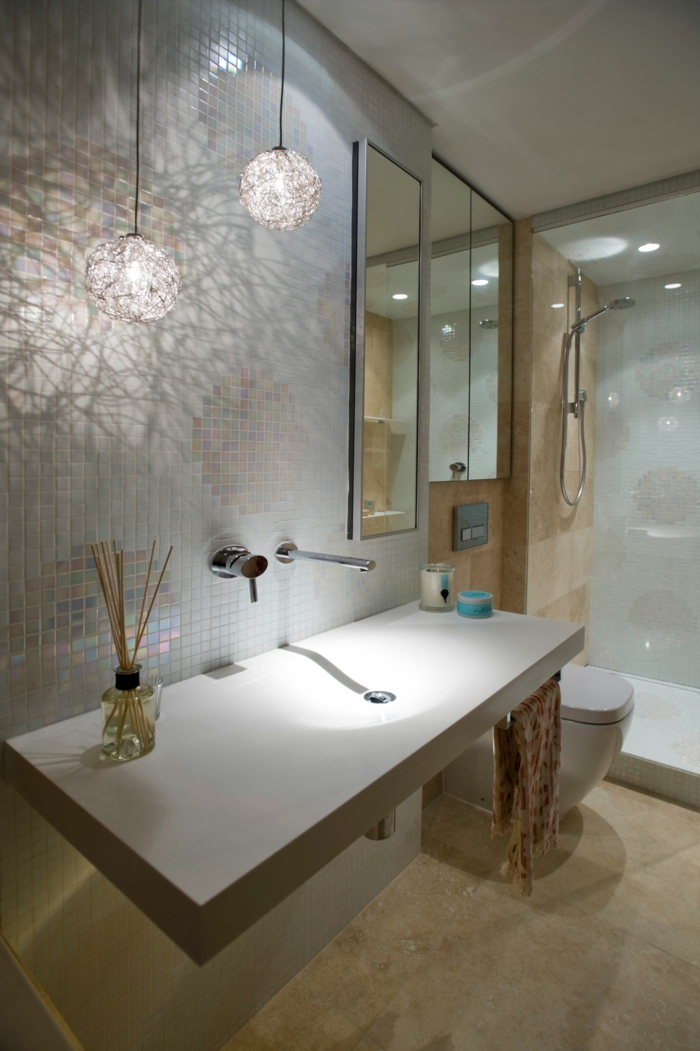 badezimmer-gestalten-zwei-Hängelampen-Kabine