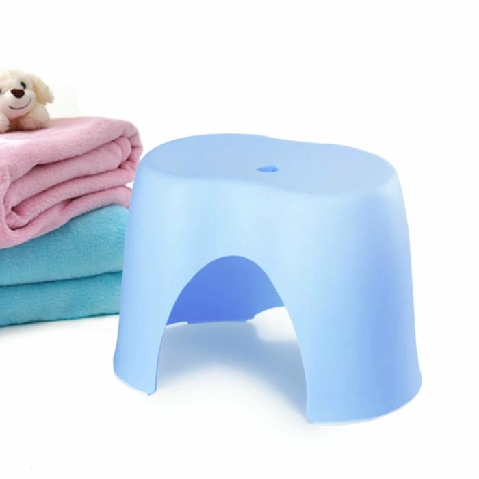 badezimmer-hocker-blaues-design
