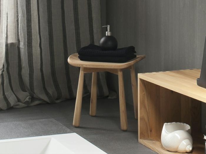 Badezimmer hocker kleins modell graue gardinen