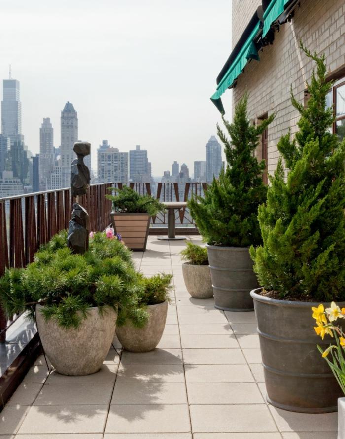 balkon-blumen-grüne-gestaltung