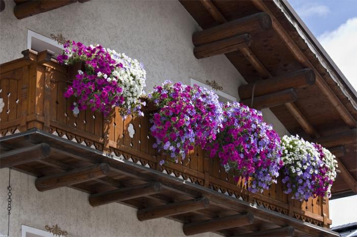 balkon-blumen-klassische-gestaltung