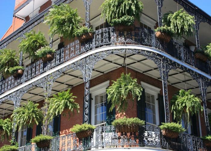 balkon-blumen-viele-etagen