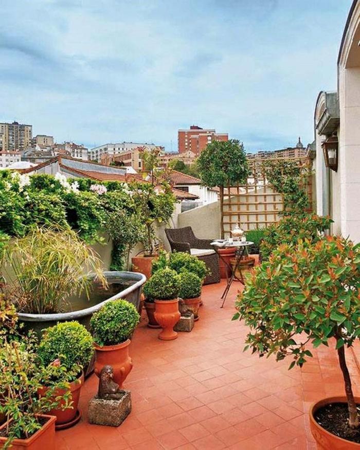 balkon-blumen-wunderschöne-grüne-gestaltung