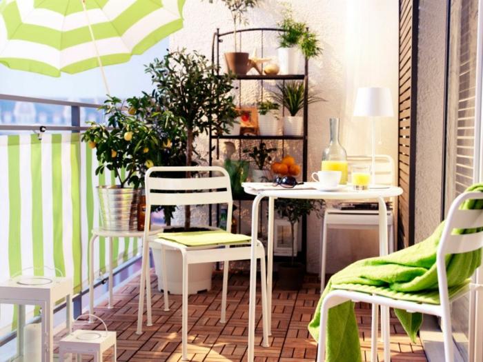 balkon-dekoration-kleiner-tisch-mit-stühlen
