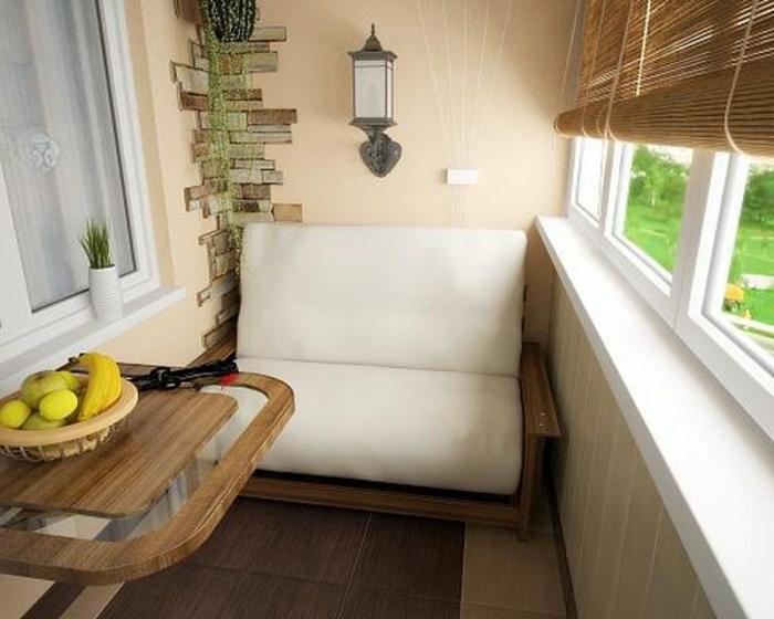 balkon-dekoration-kleines-sofa-in-weiß
