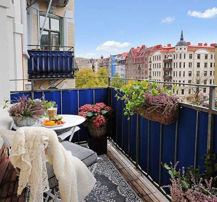 balkon-dekoration-schönes-wetter-draußen