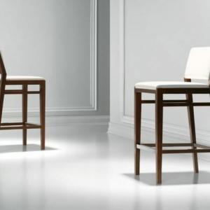 Der Barstuhl aus Holz: ein cooler Teil des Interieurs
