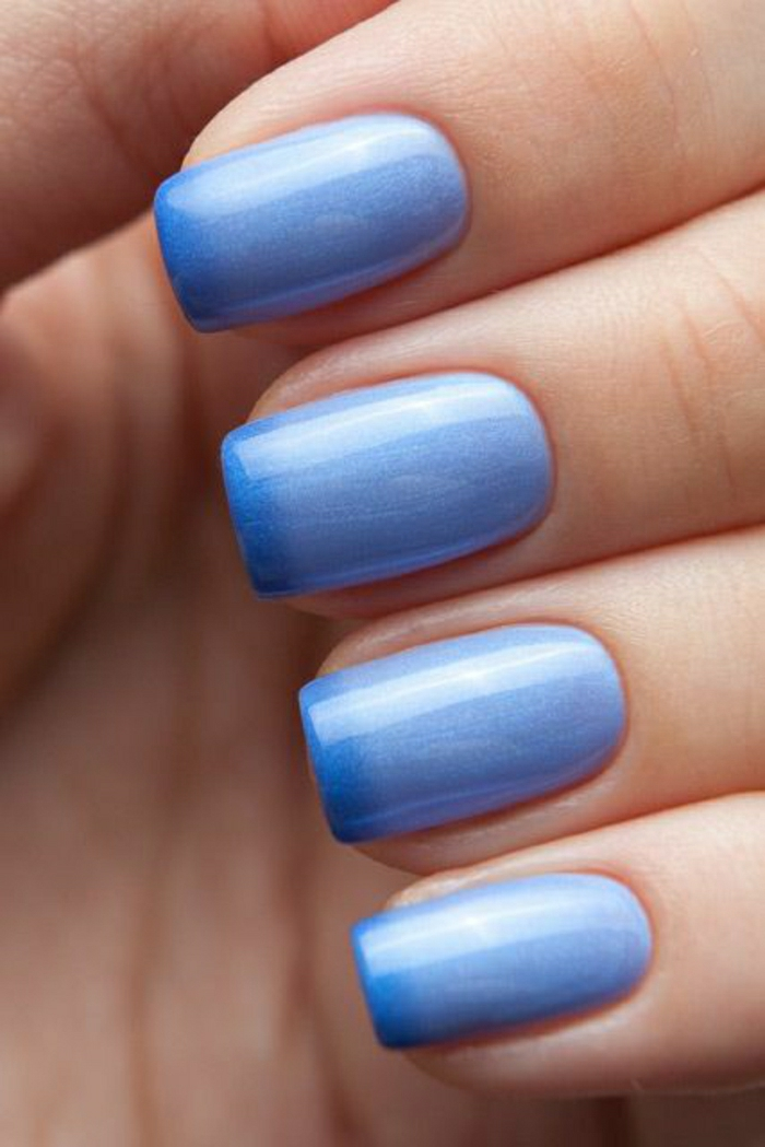 blauer-Thermo-Nagellack-hell-dunkel-Ombre