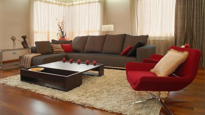 braunes-wohnzimmer-roter-sessel