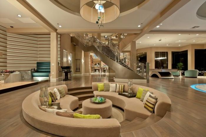 braunes-wohnzimmer-rundes-sofa-beige-nuancen