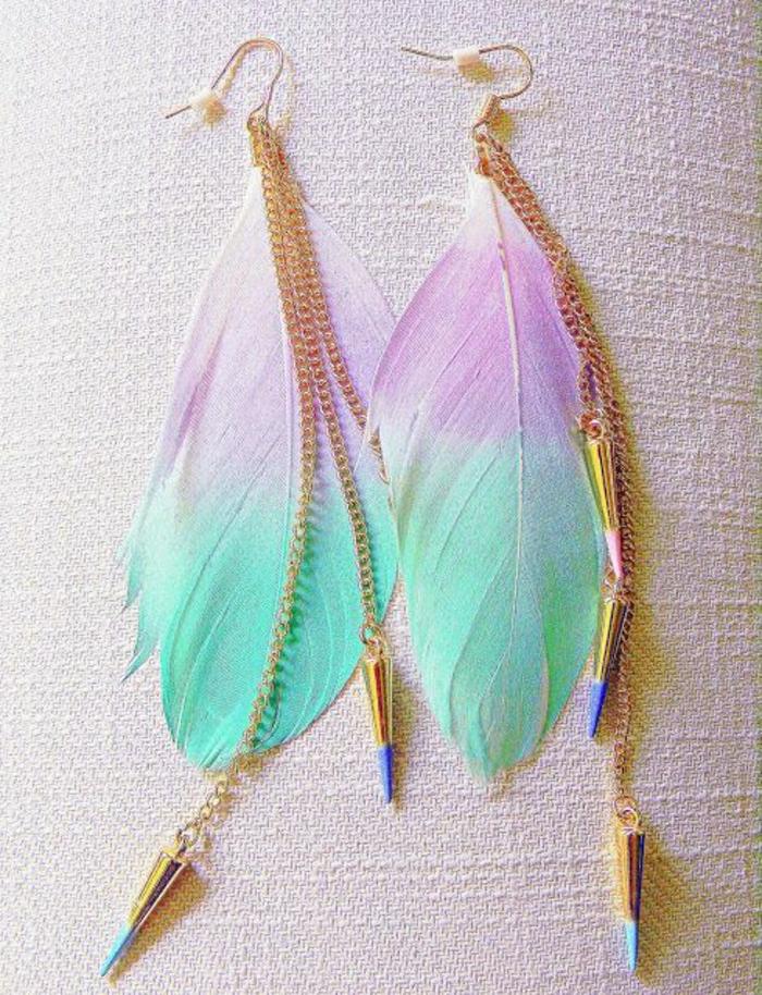 bunte-Ohrringe-Federn-türkis-lila-goldene-Elemente