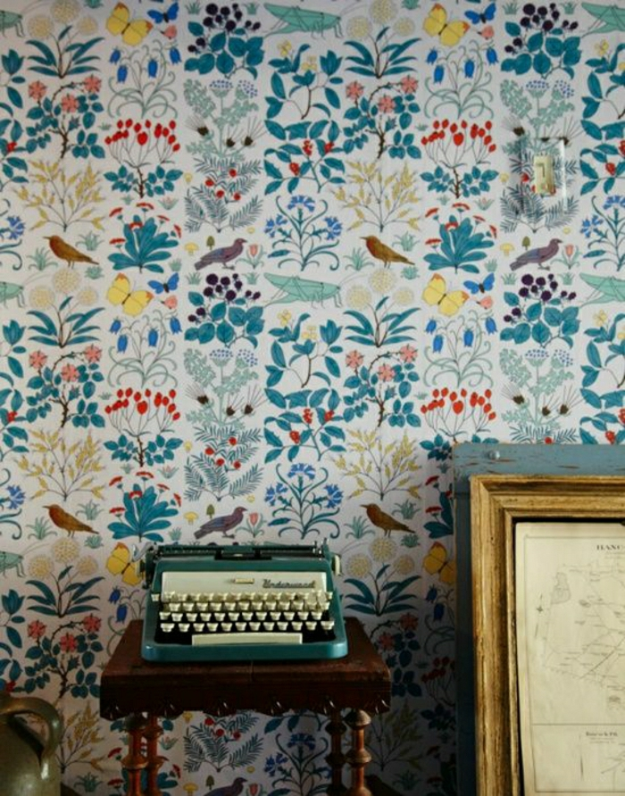 bunte-Wand-Tapete-Vögel-Motive-vintage-Schreibmaschine