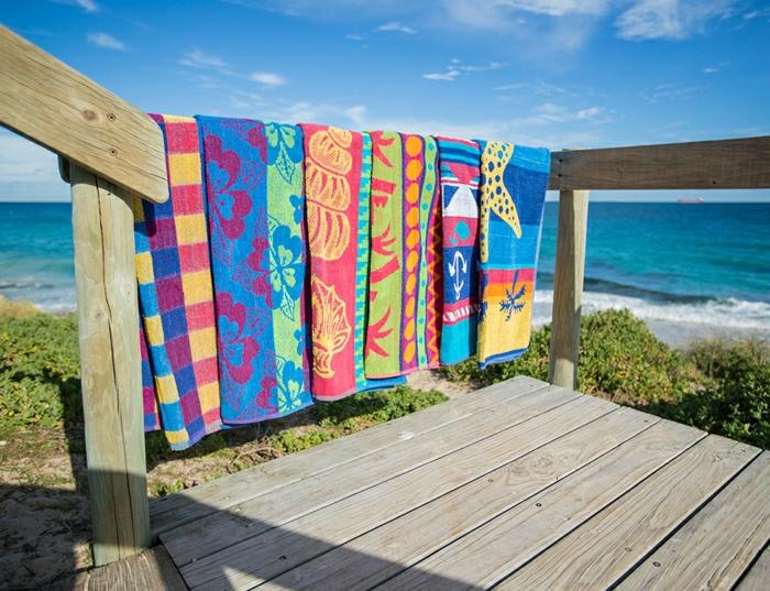 coole-Strandtücher-bunt-verschiedene-Muster