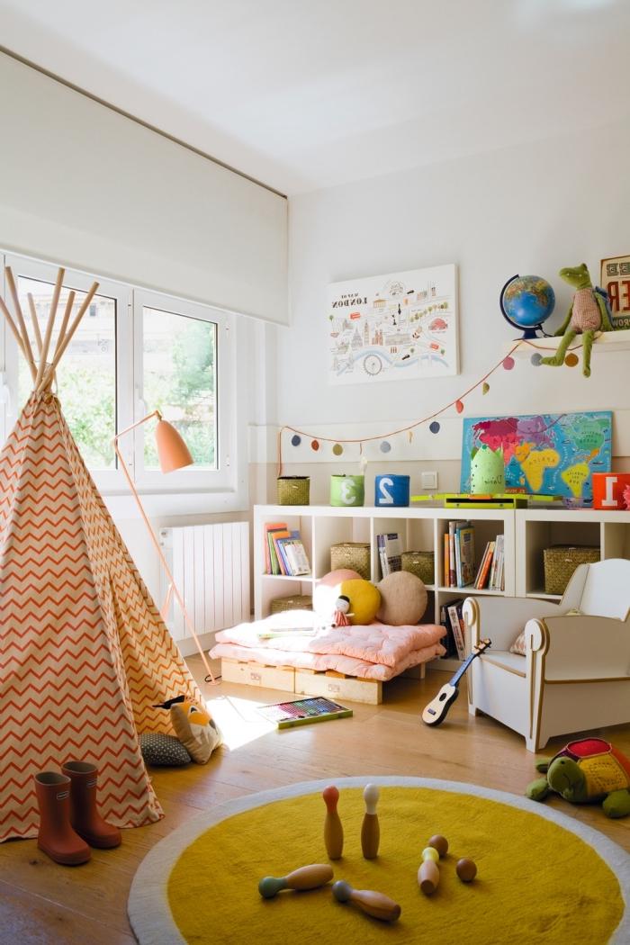 deko für kinderzimmer, tipi bauen, spielzimmer für kind, runter teppich, wanddeko bilder