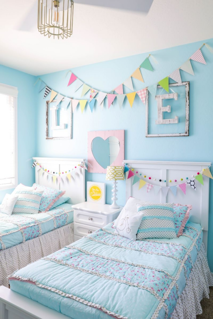 deko fürs zimmer, kinderzimmer einrichtung für zwei, zimmergestaltung in hellblau